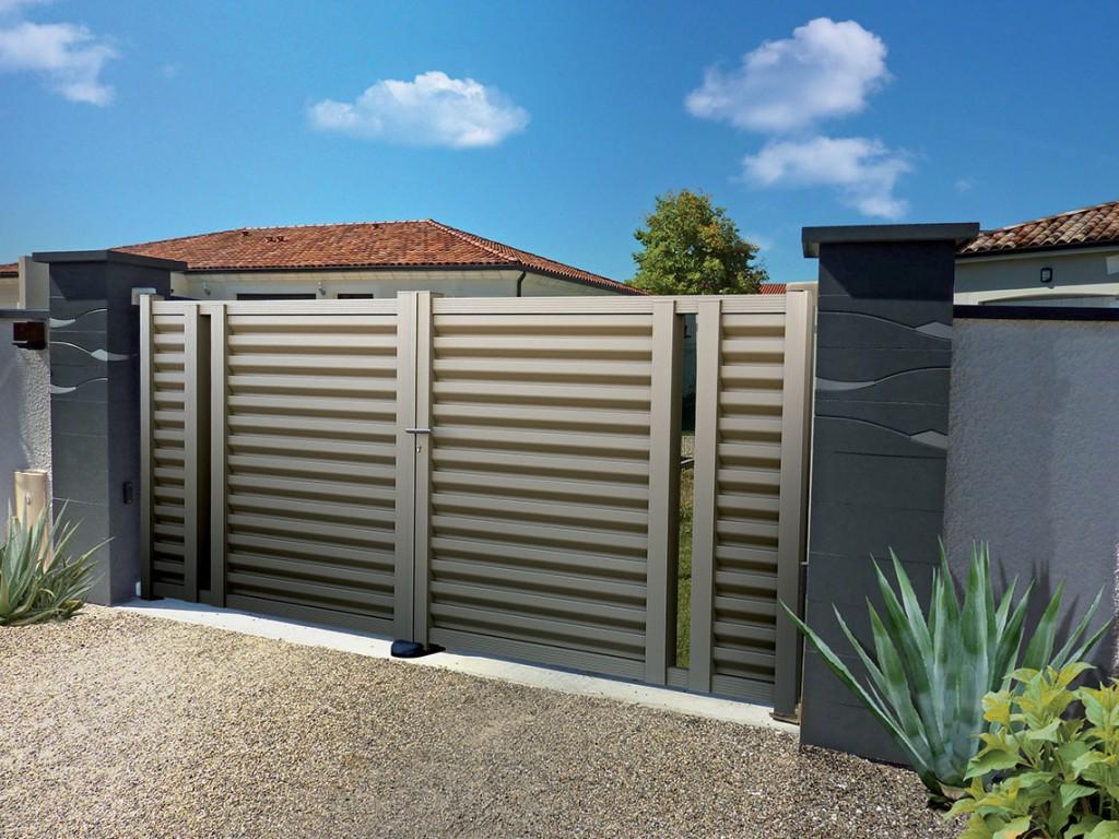 Portail pvc alu bois et fer fabrication et pose oise for Portail de garage aluminium